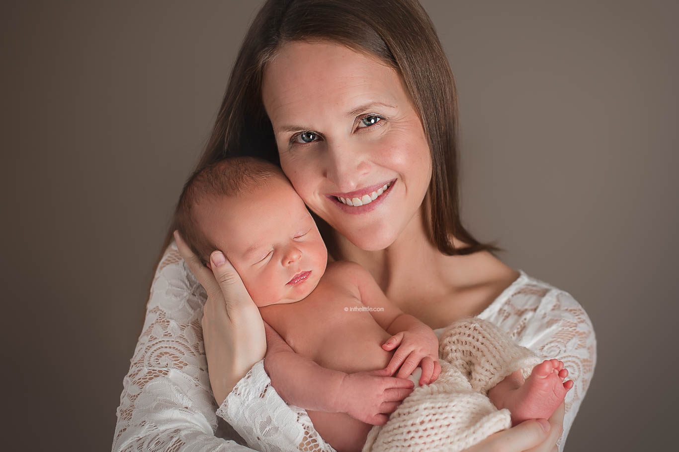 St. Louis Baby Photo Sessions   At Home or Portrait Studio